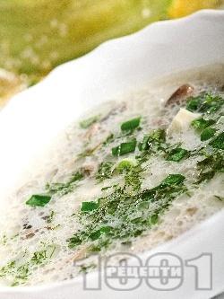 Чорба / супа с гъби пачи крак, сметана, пресен зелен лук и чесън - снимка на рецептата